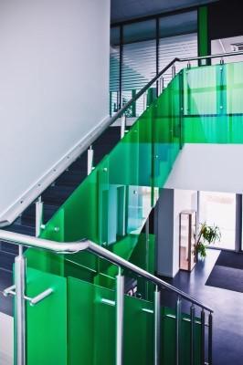 Mann Hummel UhB_interiér_schodiště