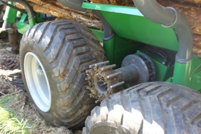 Vyvážečka-dřeva-FARMA-s-pohonem-kol-4WD