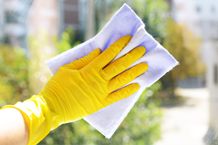 34823379 - cleaning windows with special rag